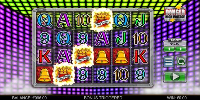 Three scatter symbols appearing anywhere on the reels triggers the Free Spins bonus feature.